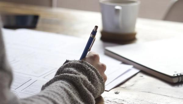 rester concentré etudes main cahier