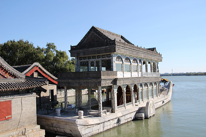 bateau marbre lac palais été